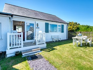 Just 2 miles from Abersoch village, Mur Cwpwl enjoys a peaceful position on a sm