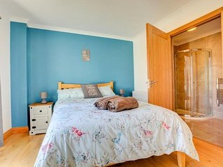 The Crescent - Cosy Town House - Sleeps 8