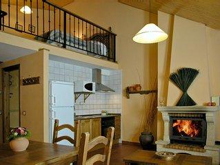 Casa rural (alquiler íntegro) para 4 personas con chimenea. Ubicada en Rascafría