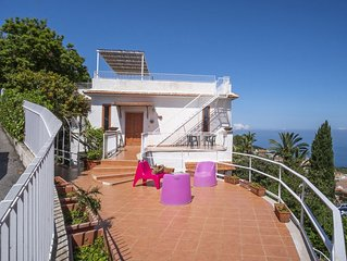 Private Villa for 8 people with terrace with an enchanting sea and Vesuvius view