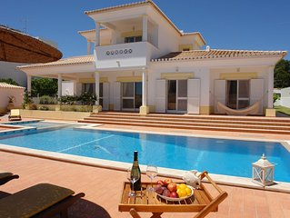 Luxury Villa, private swimming pool only 300 meters to the center of town