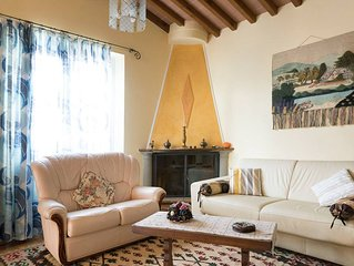 Villino Lorenzelli apartment in Lucca with WiFi, air conditioning & private terr