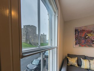 Central Windsor Apartment Facing The Castle