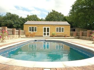 Lovely Sussex Countryside Cottage with use of pool & hot tub, sleeps 4