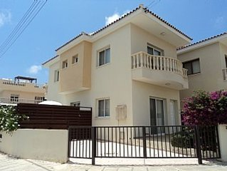 Detached Villa With Private Pool Close To All Amenities - WiFi included