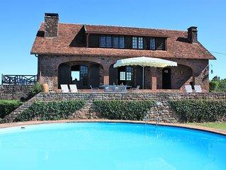 Maison en pierre avec piscine et vue magique à 360°.