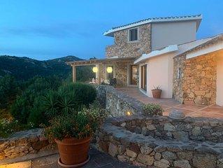 Grande, prestigiosa  e riservata villa panoramica con bosco privato.