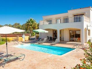 Hector Beach Villa: Large Private Pool, Walk to Beach, Sea Views, A/C, WiFi, Car