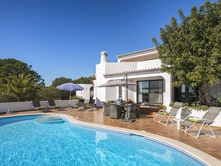 Country Carvoeiro villa in a truly picturesque area close to beaches A/C & Wi Fi