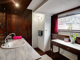 Perfect located charming houseboat in the center of Amsterdam Jordan clo