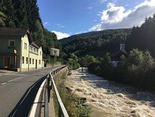 Super Holiday Home between Gmund in Karnten and Katschberg