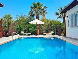 ❤️ New Listing ❤️ Gorgeous, recently renovated, modern and secluded villa