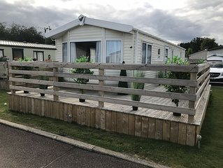 2 bedroom modern caravan in Ladybank, 20 minutes to St Andrews