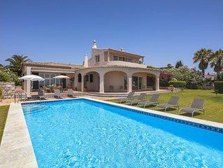 Geraumige Villa mit Panoramameerblick und beheizbarem Privatpool