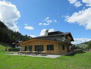 Chalet mitten im Gruenen fuer max.19 Personen in den Dolomiten