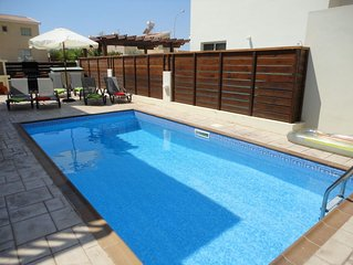 3 bedroom family friendly villa, Private Pool , accommodation for 8 people