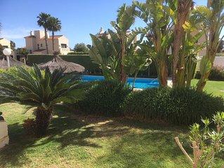Tres belle maison avec terrasse et piscine