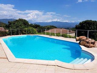 Magnifique villa avec piscine et jardin arbore