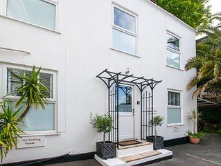 The White House - Two Bedroom House, Sleeps 4
