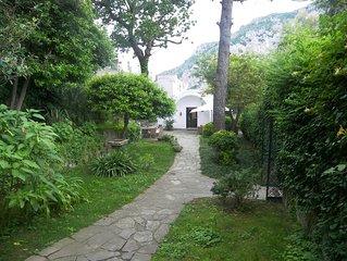 Villa tre castagni a Capri con grande terrazzo panoramico e  giardino attrezzato