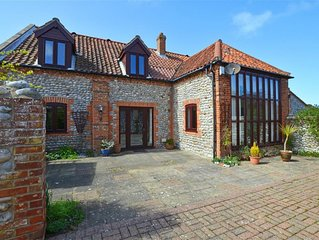 Flint Barn - Three Bedroom House, Sleeps 5