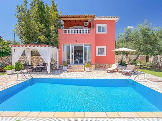One bedroom villa, 5 minutes stroll to restaurants and a mini-market, peaceful w