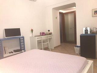 Camera con letto matrimoniale, bagno privato con annessa area terrazzata