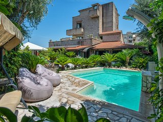 Apartment Rosa - in Sorrento center, with free parking, pool, Wi-Fi, garden