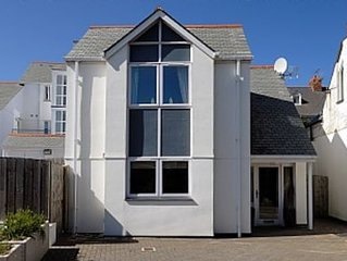 Castaway Cottage in Trevone With Parking And Very Close To the Sandy Beach.