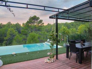 Villa avec piscine à débordement Expo Sud Ouest vue dégagée sur forêt