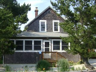 Beautiful 5 Bedroom Victorian Home - 3rd House from Ocean