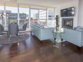 Luxurious & Spacious Air Conditioned 2BD/2Bath Condo in the Heart of Victoria