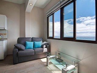 Apartamento reformado con vistas al mar en primera linea de playa