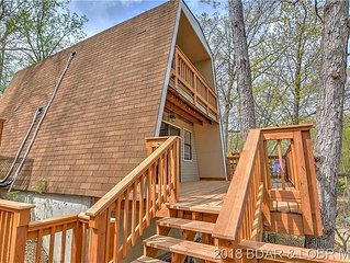 Adorable 2 bedroom 1 bath Lake front A-Frame House - Lake front!