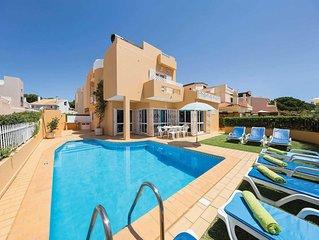 Villa w/pool, free a/c, BBQ, 5 minutes drive from the beach