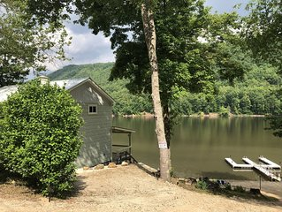 Cozy 2/3 house with private boat dock on the beautiful Watauga Lake in NE Tenn.