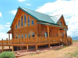Red Rock Ranch Log Cabin: Large, Fully Furnished, 5 Bdr, sleeps 12, 3 levels