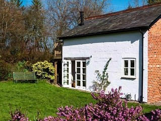 Finch Cottage - One Bedroom House, Sleeps 2