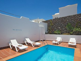 Villa Julianne 2: Heated Private Pool, Walk to Beach, A/C, WiFi, Car Not Require