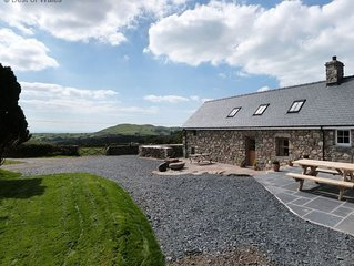 This stunning Tywyn holiday cottage is in an idyllic location and is packed with