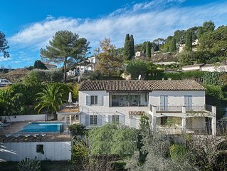 Spacious detached Provencal villa with stunning views of St Paul de Vence
