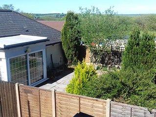 Garden flat, dog friendly, sleeps 3/4, enclosed garden, parking, level access