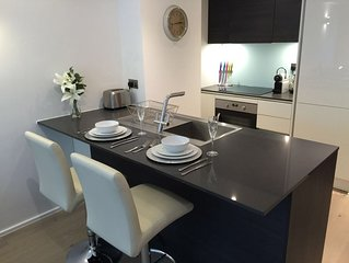 *LUXURY APARTMENT* with PRIVATE PARKING LONDON- HEATHROW