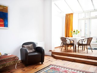 Sunny bright apt on canal & roof terrace