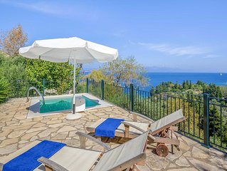 1 bed 1 bath, private plunge pool, centrally located, free WiFi & A/C.