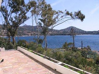 Villa pieds dans l'eau à Agay, accès mer par chemin privé de 30m, vue mer 180°