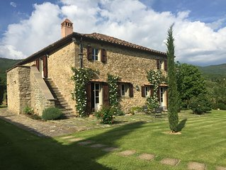 Charming Tuscan farmhouse with large pool in unspoilt rural setting