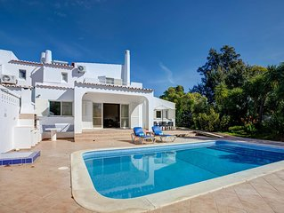 3 bedroom family villa in walking distance of Carvoeiro with heated pool and AC