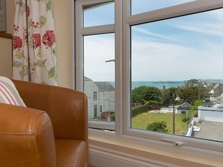 Maelog Villa - A beautiful town house in the centre of Rhosneigr