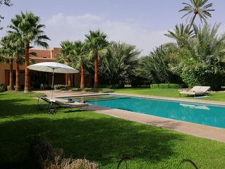 Petit bijou, dans une propriété de rêve, sans vis à vis, avec piscine privative.